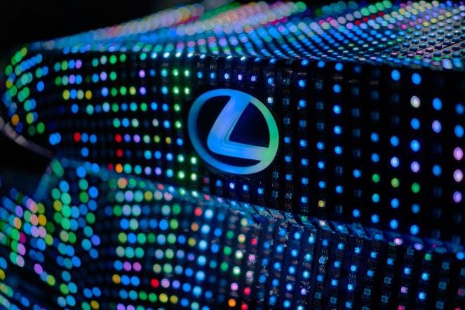 16-12-05-lexus-is-lit-1